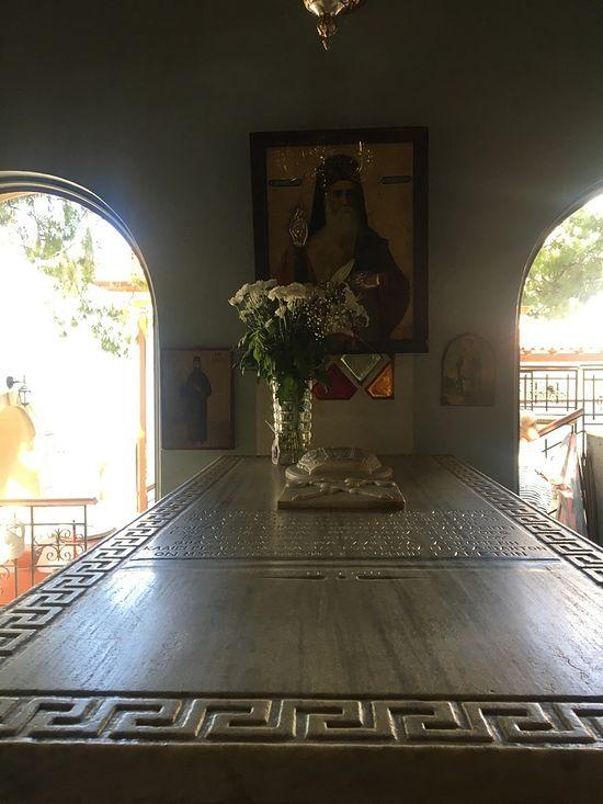 Гробница святителя