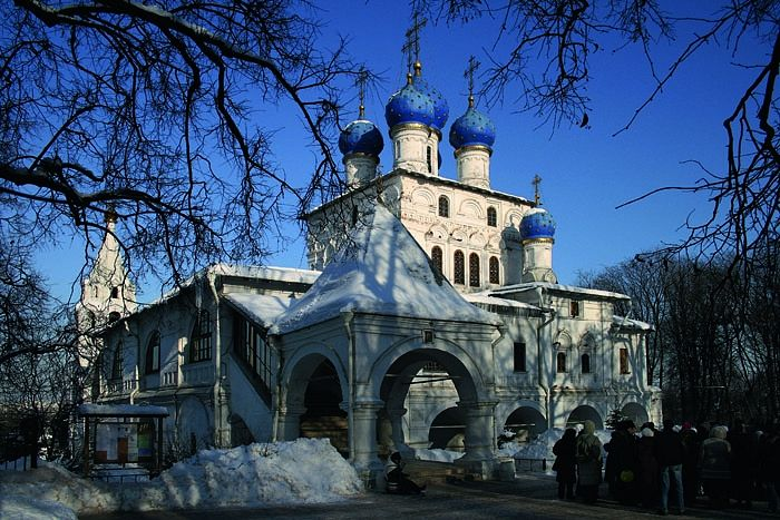The first church built in the seventeenth century in honor of the Kazan icon in the village of Kolomenskoye (now within Moscow). From Wikimedia.org/Ludvig14