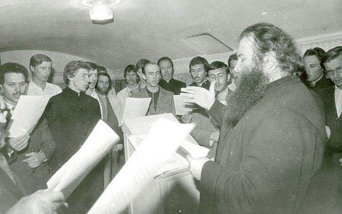 О. Матфей (Мормыль) с хором