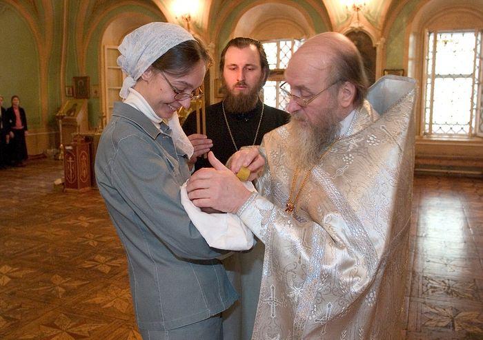 Крещение отцом Геннадием одного из внуков