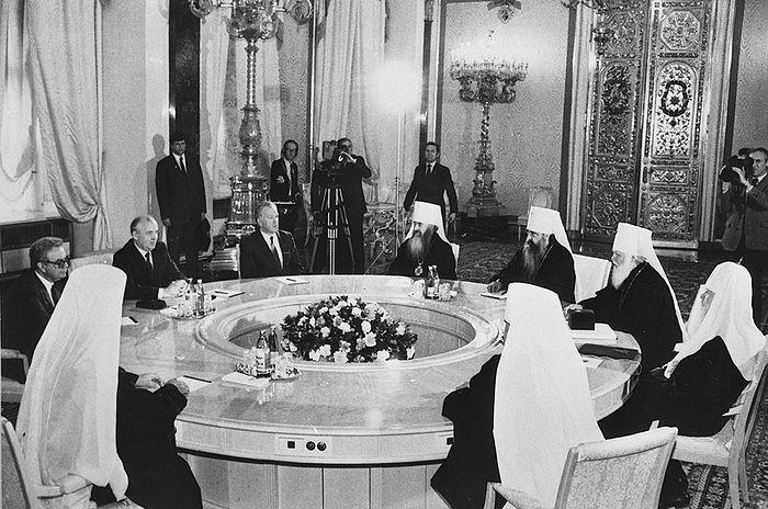 Встреча М. С. Горбачева со Святейшим Патриархом Пименом и членами Священного Синода. Кремль. 7 мая 1988 г.