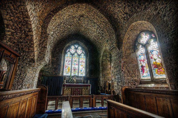 В церкви св. Бранвалладера прихода Сент-Брелад, о. Джерси