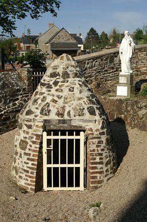 Статуя св. Гелерия близ источника в Бревиль-сюр-Мер, Манш, Франция