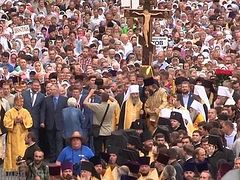 Schismatics' attempts to block faithful from cross procession backfire as 250,000 gather to celebrate Baptism of Rus'