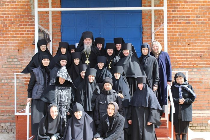 The convent's sisters with their father confessor Archimandrite Anthony (Gavrilov).