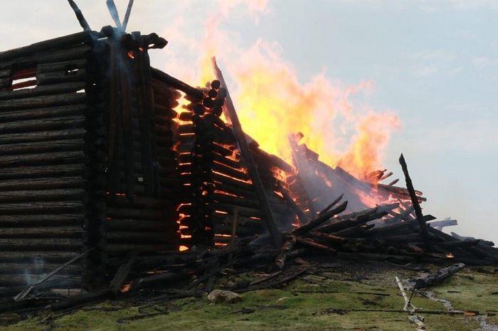 Пожар в церкви Успения Божией Матери в Кондопоге в Карелии. 10 августа 2018. Фото : ГУМЧС РФ по Республике Карелия