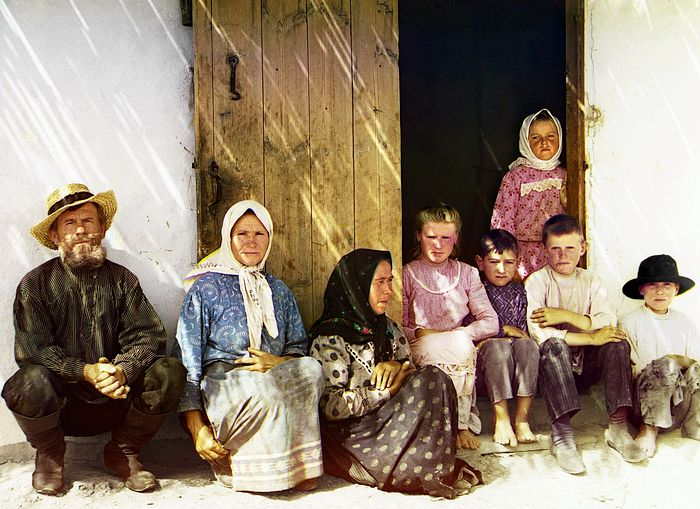 A settler's family. Grafovka Village. 1912