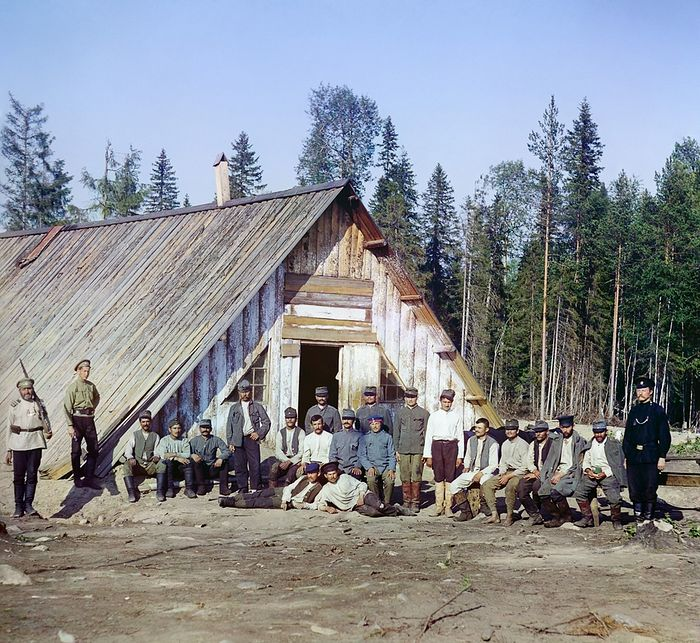 Austrian prisoners of war by the barracks