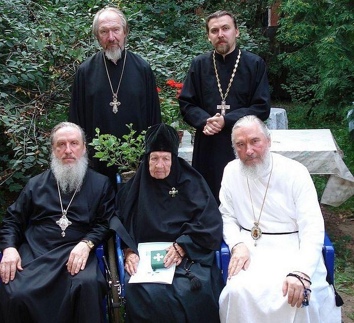 Митрополит Димитрий, схимонахиня Мария, митрополит Климент, протоиерей Николай и его сын протоиерей Константин. 2007 г