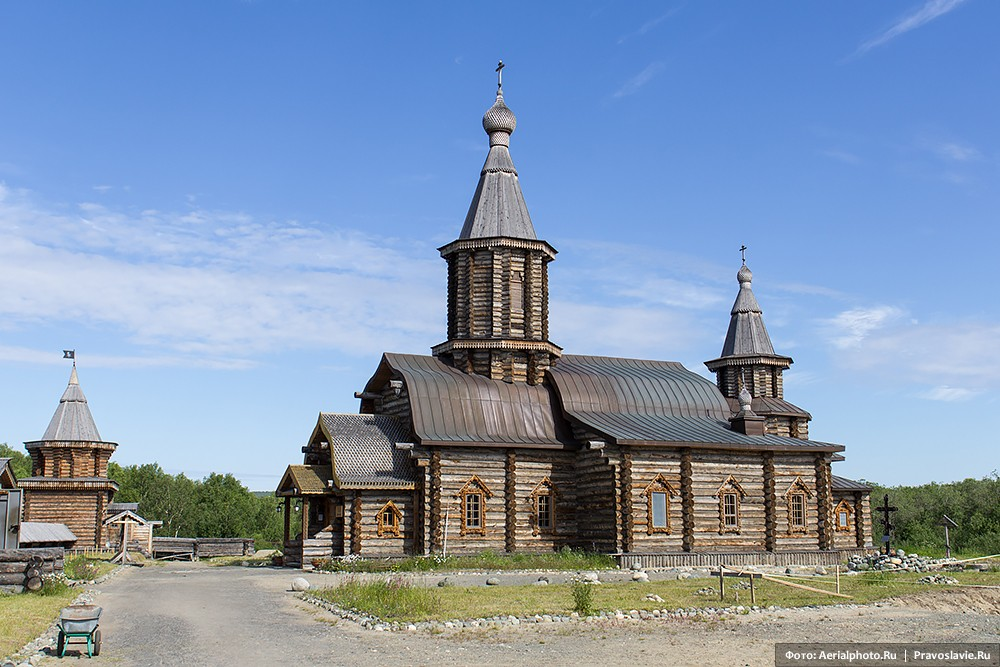 Ιερά Mονή Αγια Τριάδας (Αγίου Τρύφωνα) στην Πετσένγκα