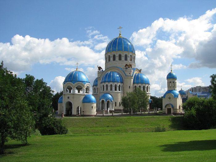 Храм Троицы Живоначальной в Орехово-Борисово, построенный в память 1000-летия Крещения Руси