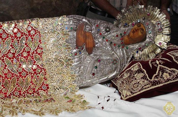 Плащаница от Гроба Божией Матери