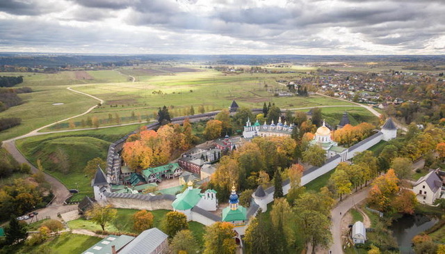 Holy Dormition Pskov Caves Monastery. Aerial view. Photo: hram-nikola.kiev.ua.
