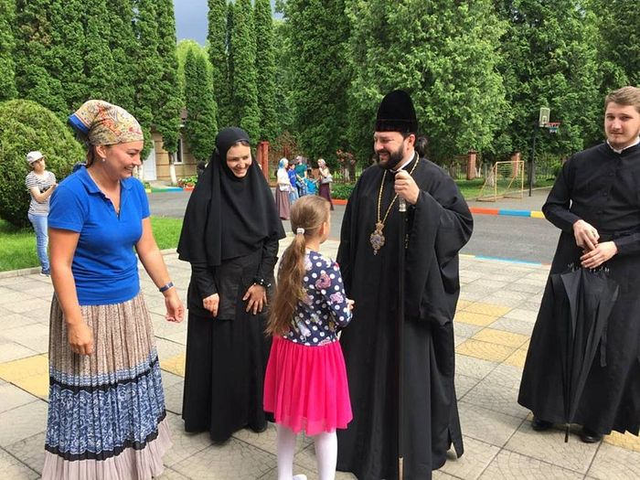 Archbishop Leonid in the center