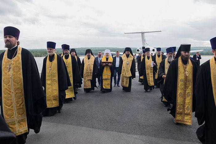 Ковчег с мощами святого Спиридона также встречали глава города Красноярска 300194.p