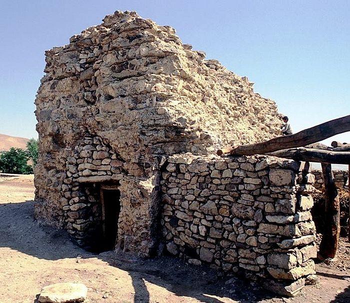 Полуразрушенная усыпальница святителя Саака