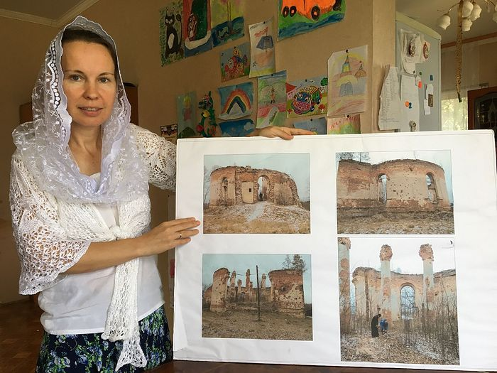 Alexandra Gavrilova is showing photos of the half-ruined church in Chernysheno