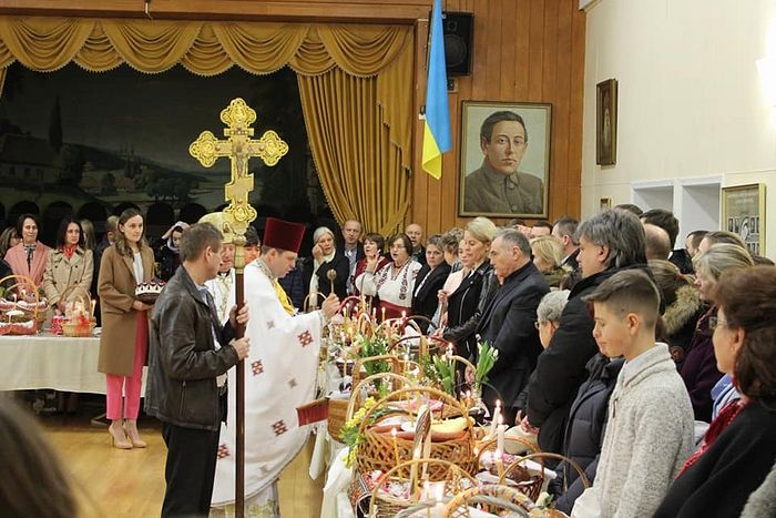 2. Consecration of Pascha breads in St. Andrew's UOC Cathedral in Canada. A portrait of Petliura hangs in the church hall.