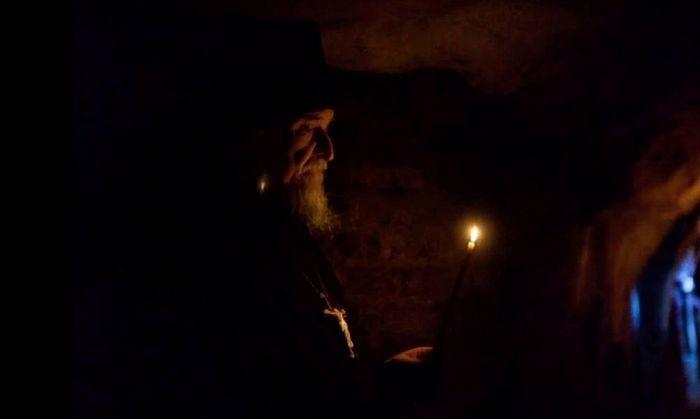 Архимандрит Тихон (Секретарев) в Богом зданных пещерах