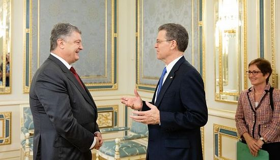 President Petro Poroshenko and the U.S. ambassador for religious freedom, Samual Brownback.