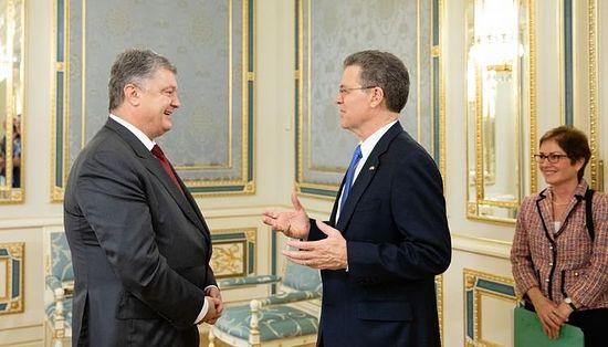 President Petro Poroshenko and the U.S. ambassador for religious freedom, Samual Brownback.