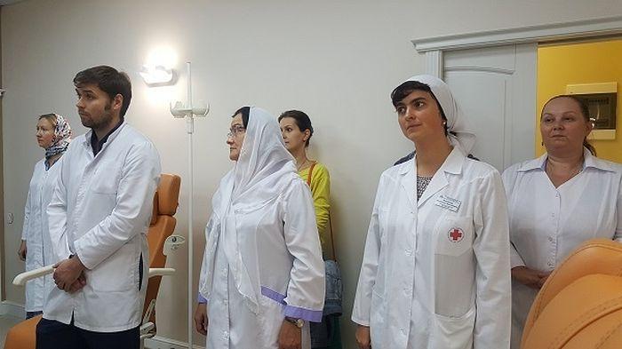 Медперсонал больницы святителя Алексия на чине освящения дневного онкологического стационра