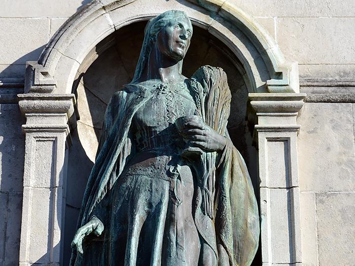 Cтатуя прп. Эдиты Уилтонской в Кемсинге, Кент