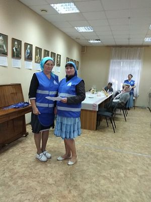 Волонтеры Любовь Белоусова и Наталья Юрина
