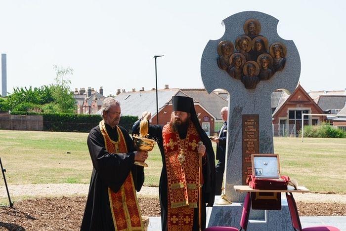 Освещение монумента Епископом Иренеем. Открытие монумента