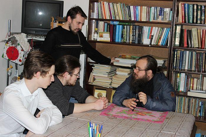 Беседа с батюшкой на заседании библейско-богословского клуба
