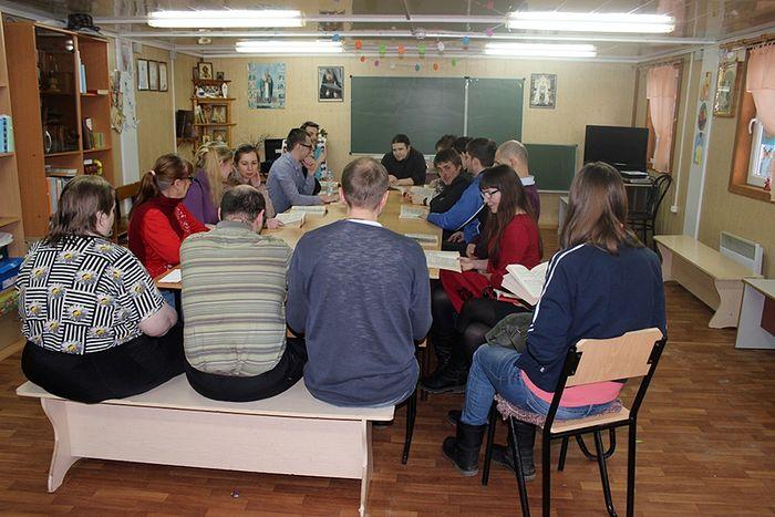 Встреча участников молодежного отдела в антикафе «Логос»