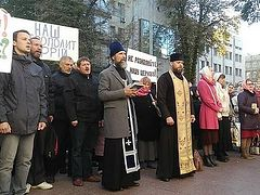 Ukrainian faithful prayerfully protest at building where Constantinople exarchs live in Kiev (+ VIDEO)