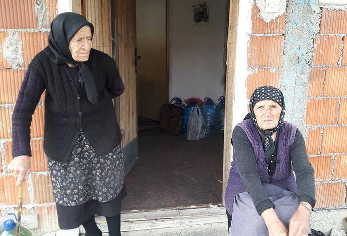 Илинка Нешић (87 година) и Борка Конић, стара 82 године, једине су повратнице које су се задржале у Грапцу.