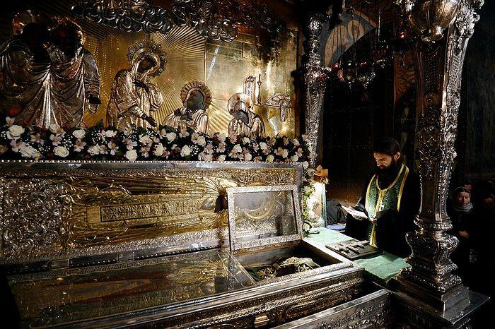 Рака с мощами преподобного Сергия в Троице-Сергиевой лавре