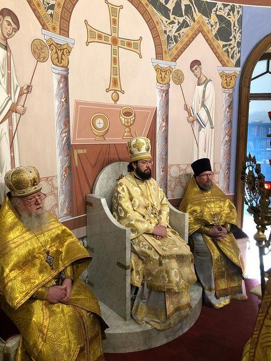 Архиепископ Венский и Будапештский Антоний возглавляет богослужение в венском Никольском соборе