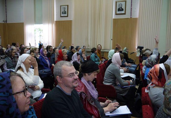 На курс помощников больничных священников зачислены 114 человек