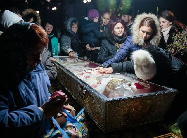 Pilgrims lining up to pray o the relics in Iasi, eastern Romania, in October 2016. Photo: Liviu Chirica/ Inquam Photos