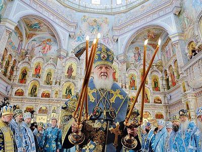 Святейший Патриарх Кирилл совершил чин великого освящения храма-памятника в честь Всех святых в Минске / Православие.Ru