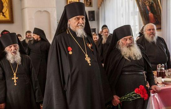 Архимандрит Тихон поздравил с Днем Победы участника Великой Отечественной войны монаха Мартирия (Шубина)