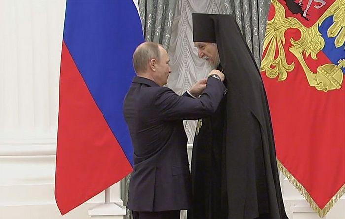Награждение орденом святаго благоверного князя Александра Невского II степени. Вручает президент России В.В. Путин