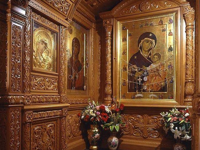 Иверская икона Бгородицы в Иверской часовне на Красной площади