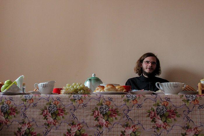 Отец Тихон сам попросился в приход на окраине Таджикистана. Здесь, в Курган-Тюбе, он чувствует себя и спокойнее, и нужнее