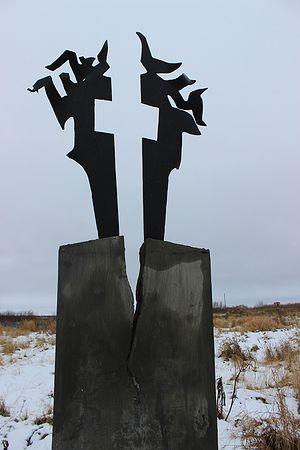 Памятник скорби Пылающий крест в Абези