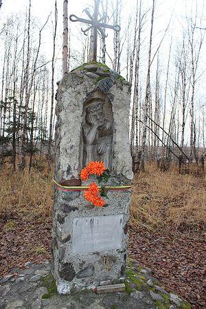 Памятный знак Rūpintojėlis, посвященный заключенным литовцам на кладбище п. Восточный
