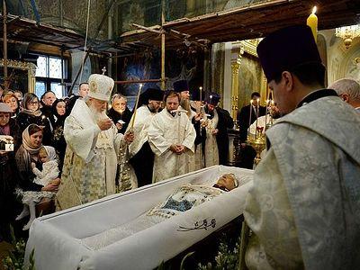 Святейший Патриарх Кирилл совершил отпевание Николая Караченцова