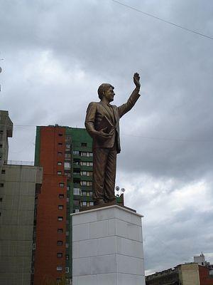 Приштина. Памятник хозяину