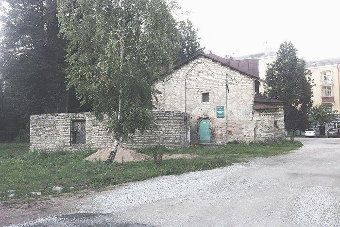 Псков, Церковь Сергия Радонежского Чудотворца с Залужья, 16 в. Обезглавлена. Фото: Дженнет Щедрина