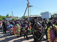 Саратовских полицейских, погибших в Грозном при нападении боевиков на храм, наградили Орденами мужества