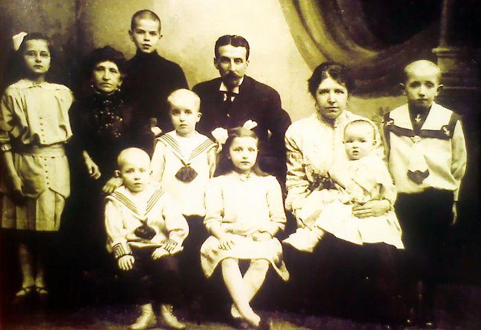 Изотовы Мария Николаевна, Павел Александрович и дети