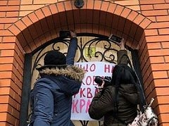 Ukrainian autocephalists attack residence of Metropolitan of Krivoy Rog